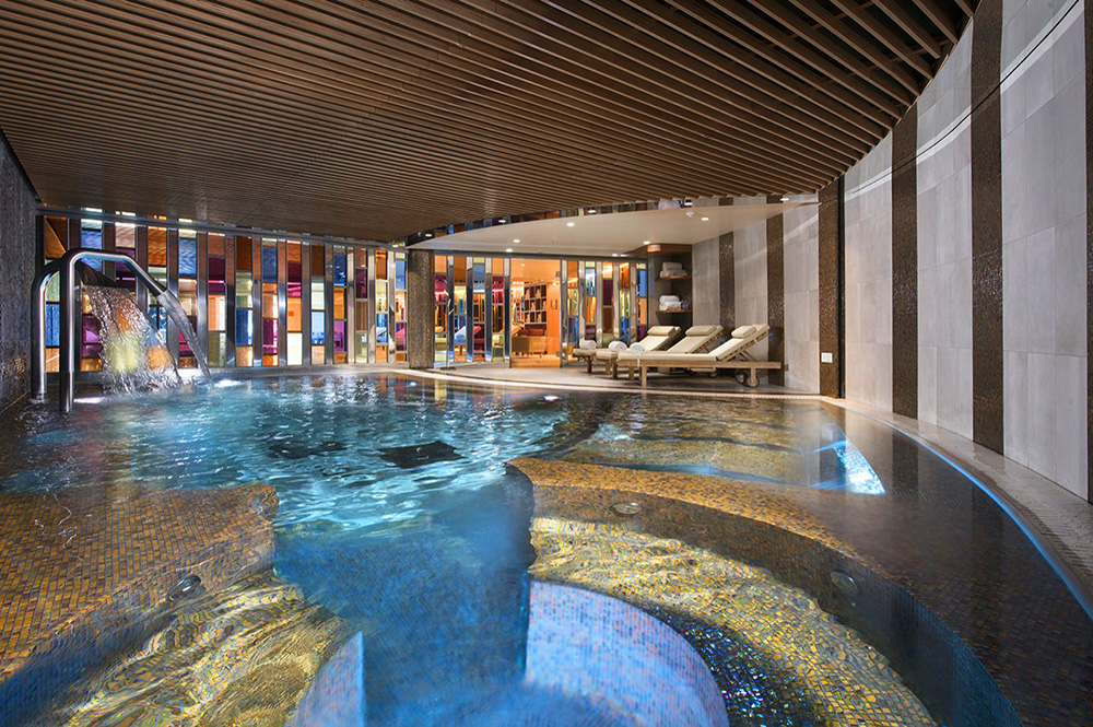 piscine hotel luxe courchevel 1850