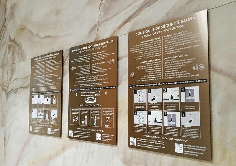 signaletique réglementaire sauna spa métal laiton