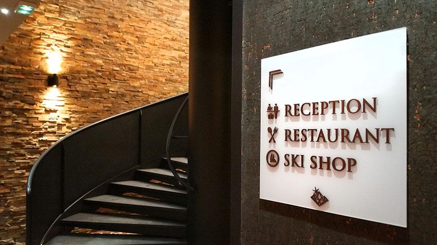 signalétique escalier ABS hotel 5 étoiles